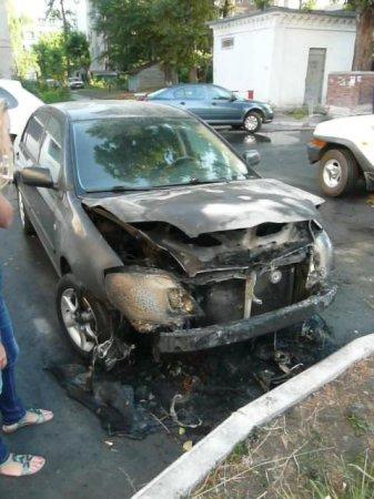 Поджог иномарок в Центральном районе: повреждены 6 машин