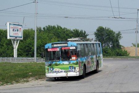 В Новосибирске троллейбусам пришлось «ночевать» на остановке «Завод Медпрепаратов»