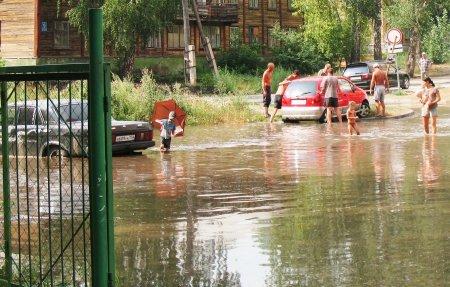 Короткий ливень в Академгородке привел к наводнению