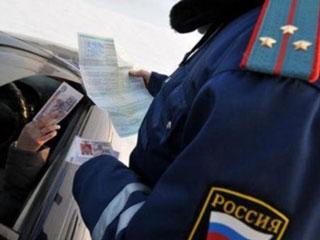 В Новосибирске инспектор ДПС не раздумывая принял взятку в размере 23 тысячи рублей