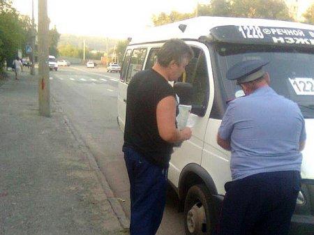 В Новосибирске, пассажир, выпал головой вниз из маршрутной «ГАЗели»