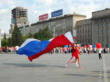 В день Государственного флага РФ Новосибирцы составят живой флаг