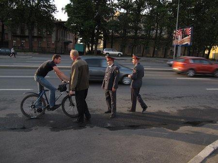 На Первомаке задержали велосипедиста-разбойника