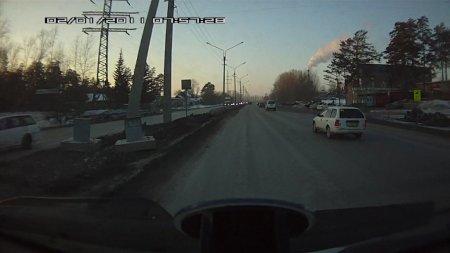 На выезде из Бердска джип снес радар ГИБДД