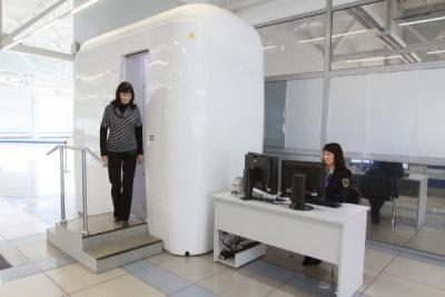 В Новосибирском Толмачево, на одну установку экспресс-досмотра пассажиров стало больше