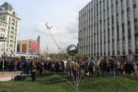 Новый сквер с необычным фонтаном, торжественно открыли в Новосибирске