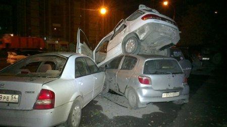 Новосибирский водитель на скорости 150 км/ч приземлился на три иномарки