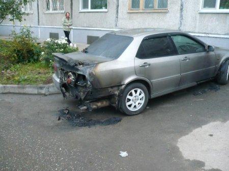 В Новосибирске девушка подожгла «Хонду» своего бывшего парня