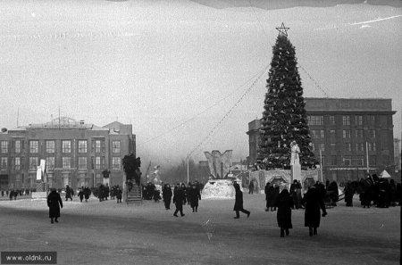 Новогодняя елка Новосибирска по традиции вернется на площадь Ленина вместе с ледовым городком и аттракционами