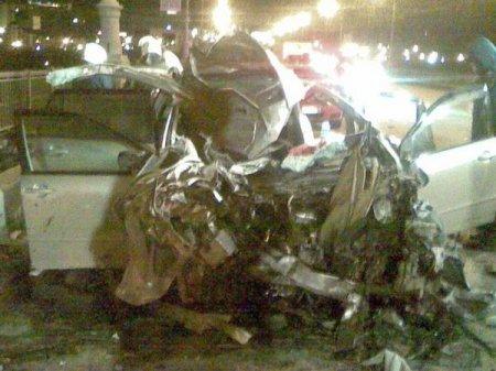 Пьяный водитель «Тойоты» на пустом Коммунальном мосту Новосибирска врезаляь в экскаватор, двое погибли