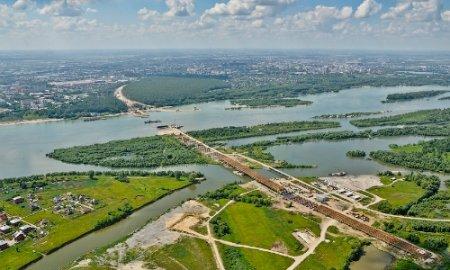 Еще не снесены дома в зоне строительства моста