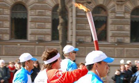 Олимпийский огонь приехал в Новосибирск
