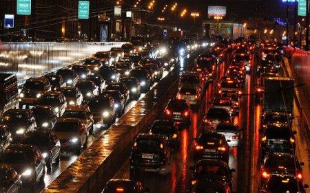 Движение Новосибирска остановилось в первых в этом году 10-балльных пробках