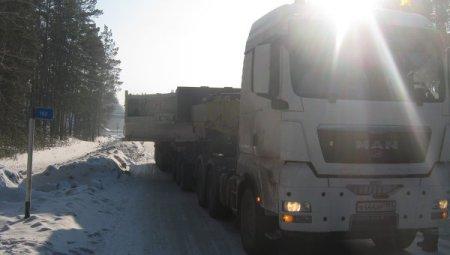 Большегруз перегородил участок  трассы под Новосибирском