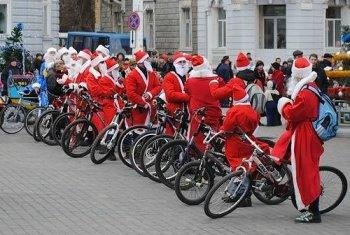 По центру Новосибирска проедет колонна Дедов Морозов на велосипедах