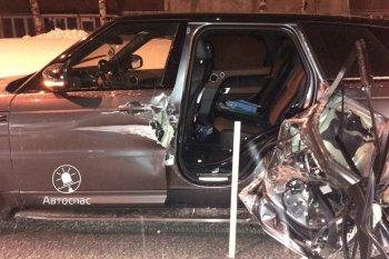 Внедорожник лишился двери после столкновения с трактором