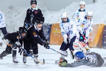 Новосибирский «Сибсельмаш» на своем льду переиграл кемеровский «Кузбасс»