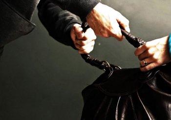 В Новосибирске 50-летняя женщина смогла дать отпор двум грабителям
