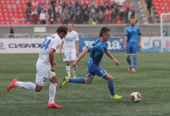 Футболисты «Сибири» дома переиграли оппонентов из Саратова