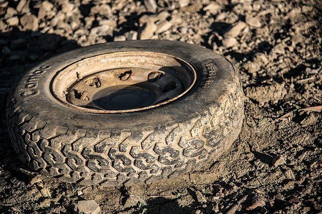 В Новосибирске у КАМАЗа на полном ходу оторвались два колеса