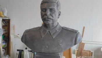 Новосибирские общественники изготовили бюст Сталина